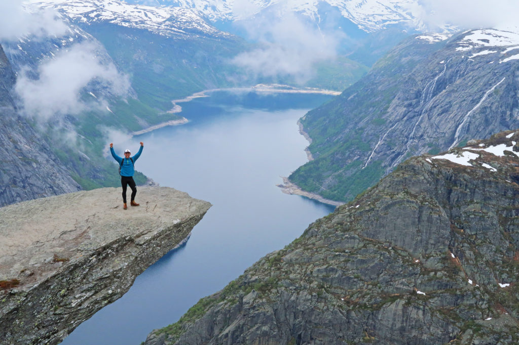 guide to solo hiking the trolltunga